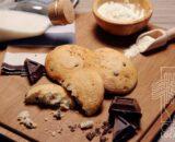 Biscotti da latte con gocce di cioccolato